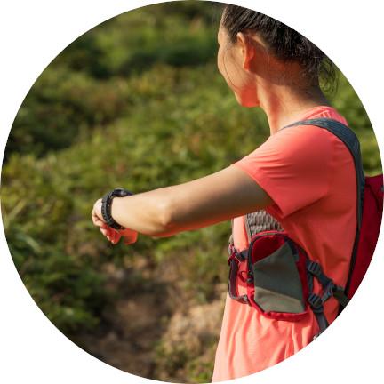 Laufen eines Ultramarathon auf einem Dschungel-Pfad